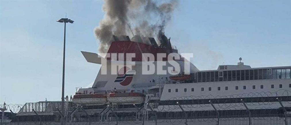Πάτρα: Φωτιά σε πλοίο στο λιμάνι (βίντεο)