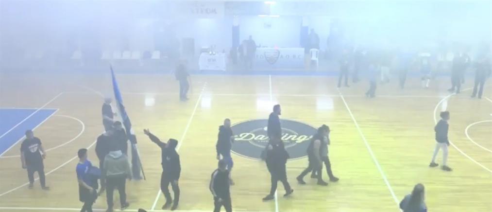 """""""Βούτηξαν"""" το Κύπελλο πριν από την απονομή στον τελικό ΕΣΚΑ (βίντεο)"""