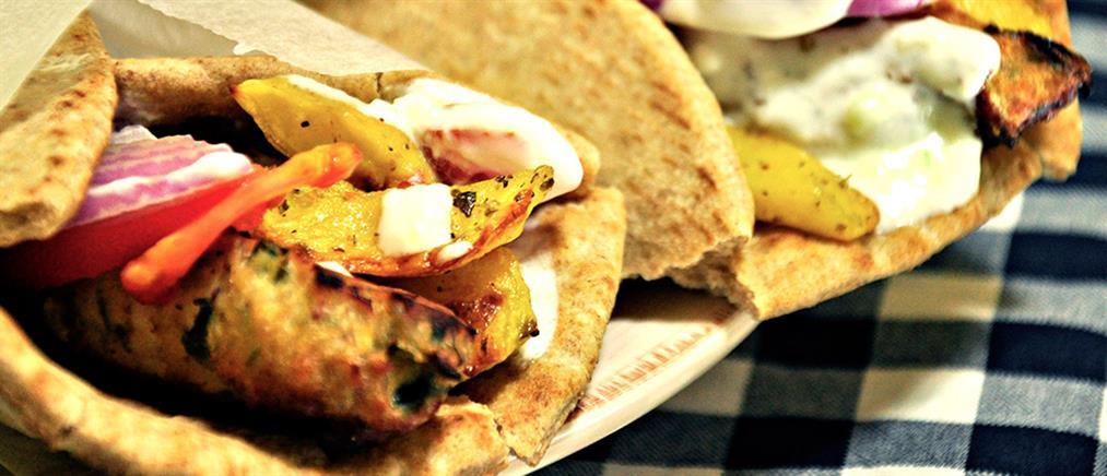 Σε σουβλατζίδικα, καφετέριες, και κομμωτήρια επενδύουν οι Έλληνες