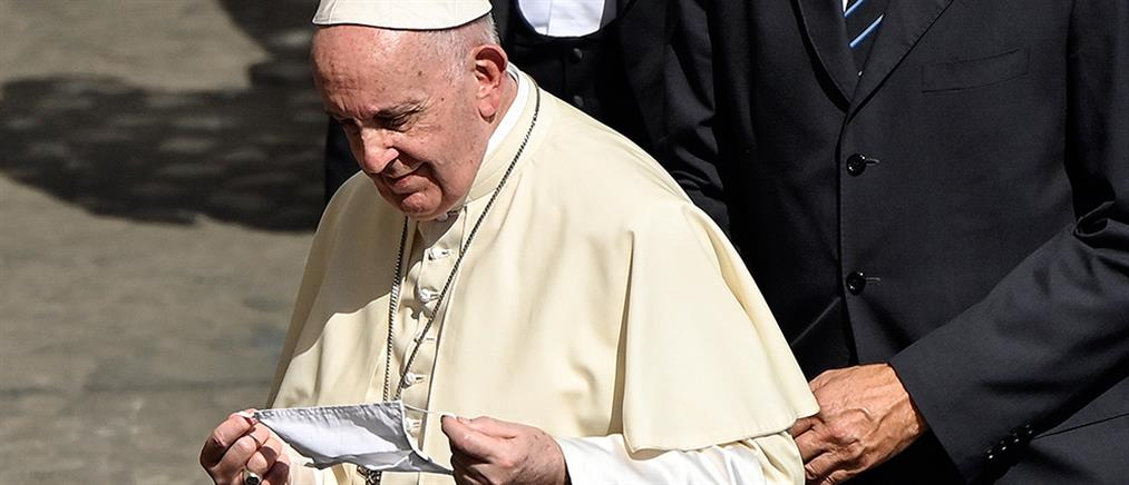 Κορονοϊός – Πάπας Φραγκίσκος: έκανε την τρίτη δόση του εμβολίου