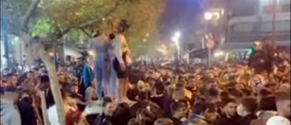 Lockdown: δίχως τέλος τα κορονοπάρτι στις πλατείες