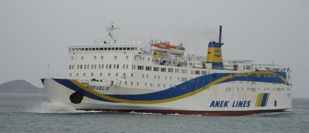 """Πρόσκρουση του πλοίου """"Πρέβελης"""" στο λιμάνι της Σητείας"""