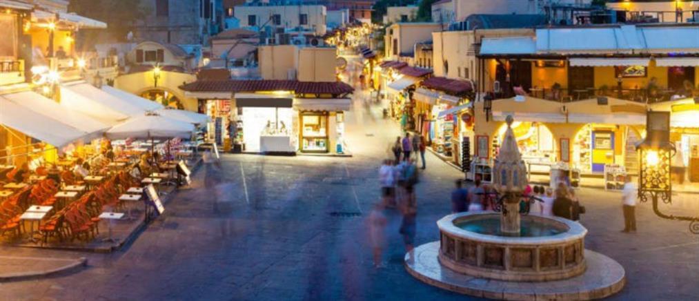 """Η Πρόεδρος της Κομισιόν """"τελειώνει"""" την τουριστική σεζόν στην Ελλάδα"""