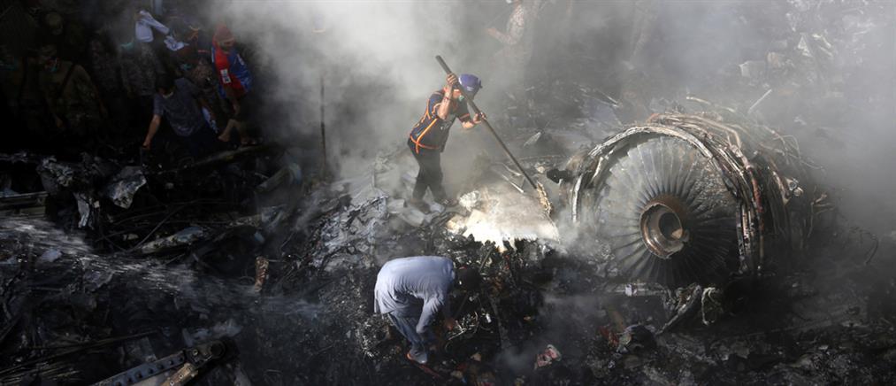 Πακιστάν: δύο επιζώντες από την πτώση αεροσκάφους (εικόνες)