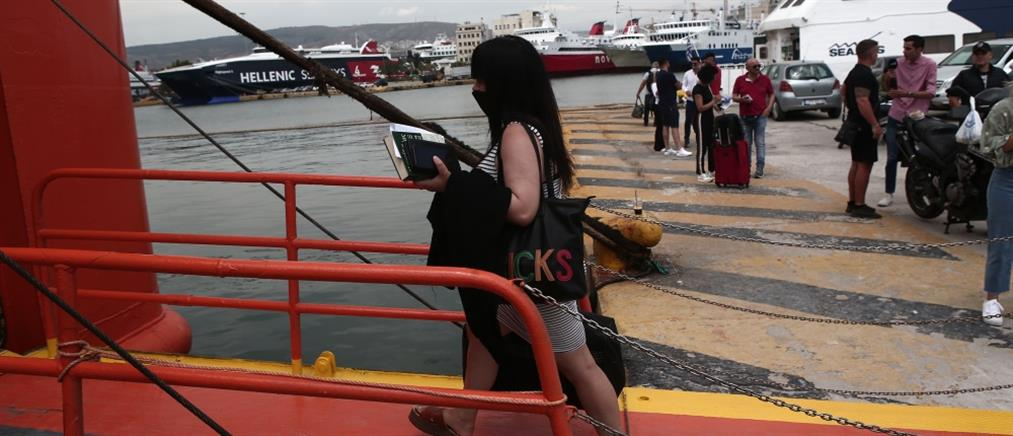 Καταγγελία επιβάτη για επίθεση από λιμενικούς