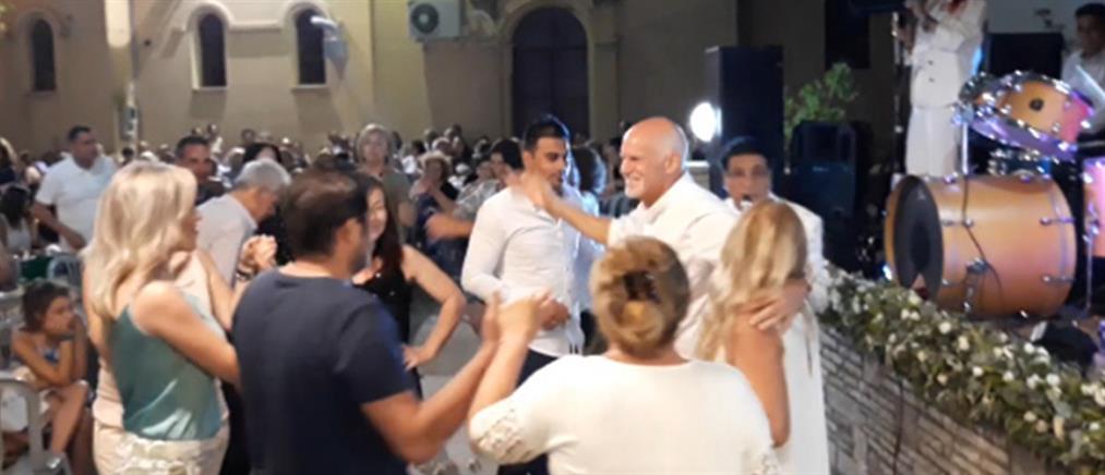Ο Γιώργος Παπανδρέου έσυρε τον… χορό σε πανηγύρι (βίντεο)