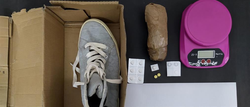 Το δέμα εκτός από παπούτσια περιείχε και... ηρωίνη (εικόνες)