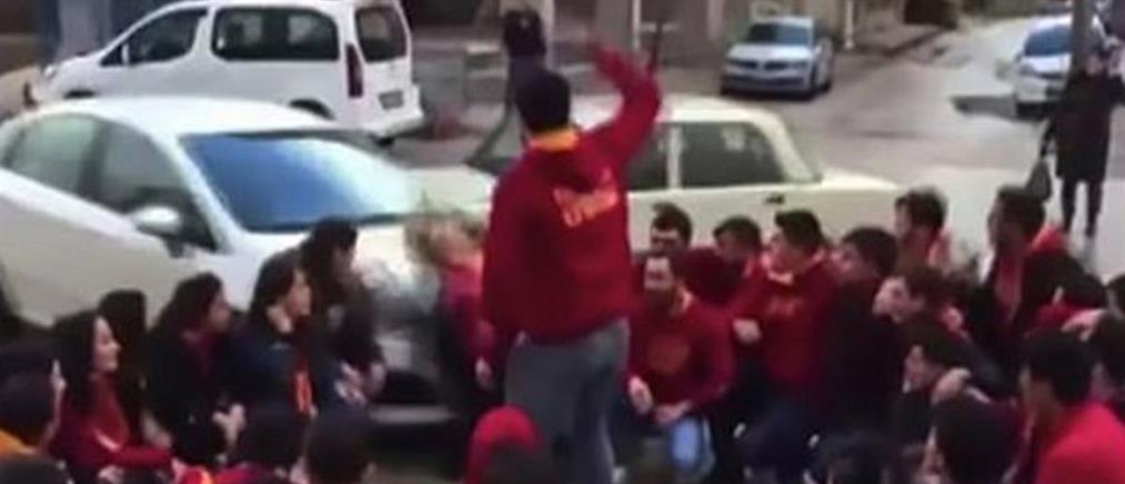 Βίντεο – σοκ: Αυτοκίνητο πέφτει πάνω σε οπαδούς της Γαλατασαράι