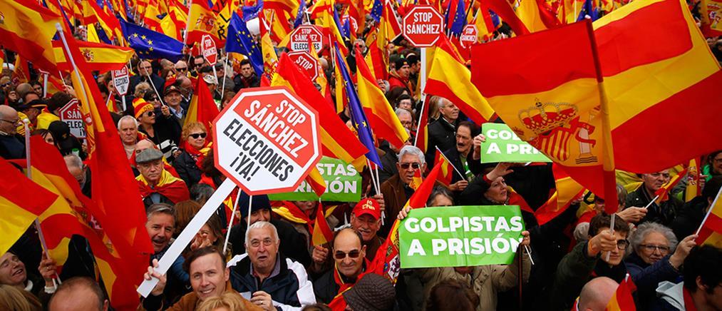 Μεγάλη αντικυβερνητική διαδήλωση στη Μαδρίτη για την Καταλονία (εικόνες)