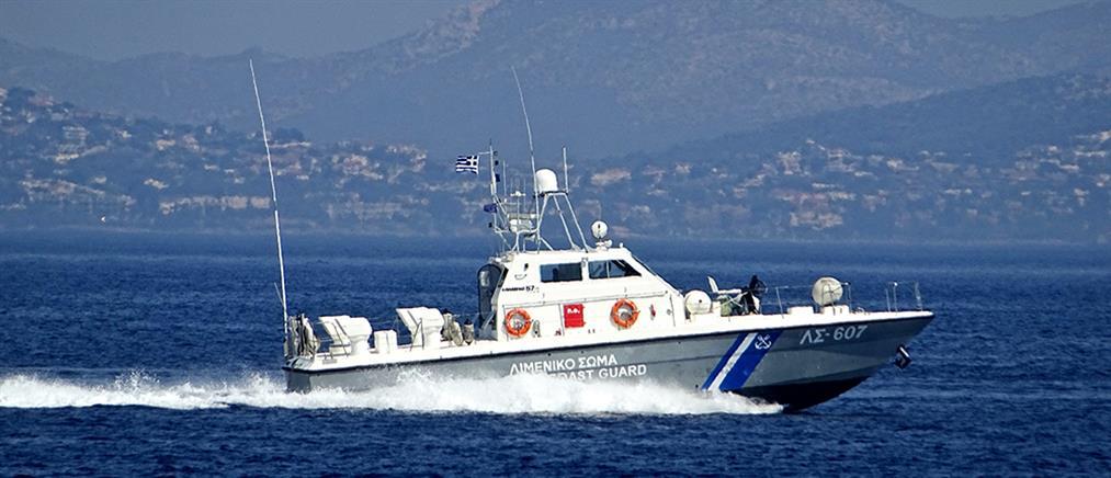 Προσκόλληση φορτηγού πλοίου στον πυθμένα της Ελευσίνας