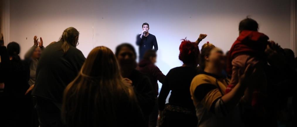 """Οι """"Πρωινοί Τύποι"""" διοργάνωσαν συναυλία με τον Κώστα Μαρτάκη στις Φυλακές Ελαιώνα (εικόνες)"""