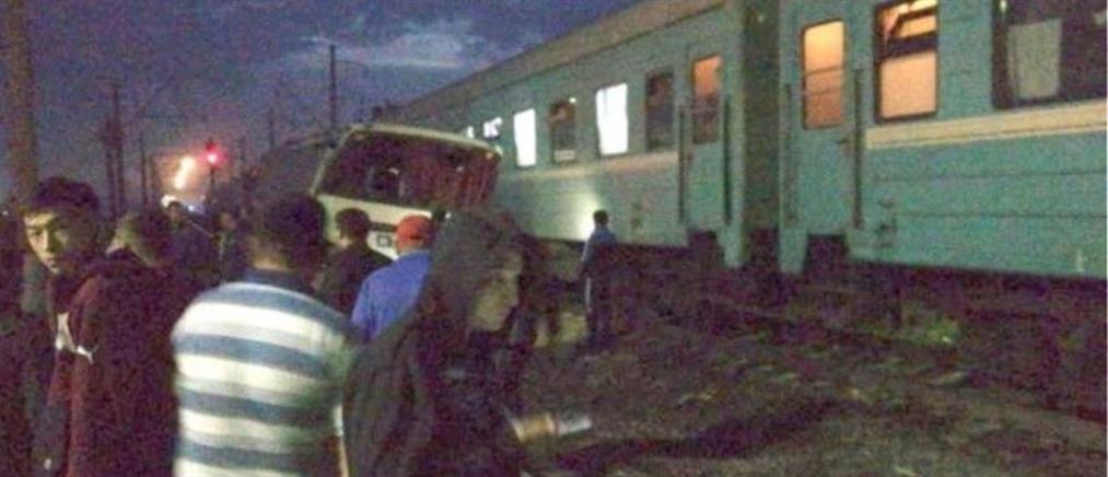 Συγκλονιστικό βίντεο: Τρένο συγκρούεται με πούλμαν και αυτοκίνητα