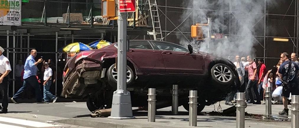 Αυτοκίνητο έπεσε σε πλήθος στην Times Square