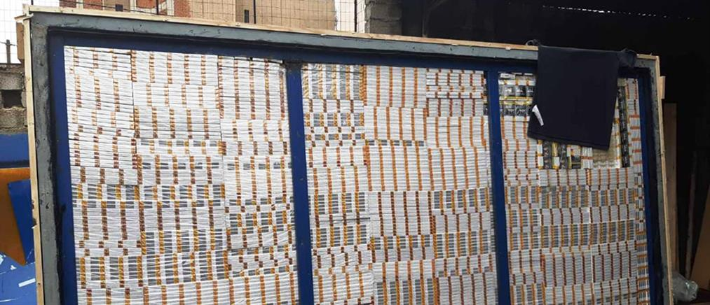 Εντοπίστηκε αποθήκη με χιλιάδες λαθραία τσιγάρα (εικόνες)