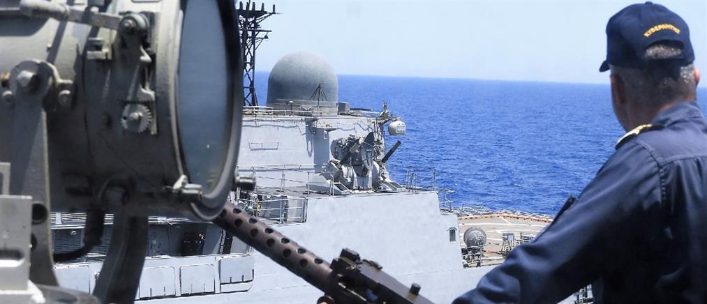 Πολεμικό Ναυτικό: Ινδική φρεγάτα στην Κρήτη (εικόνες)