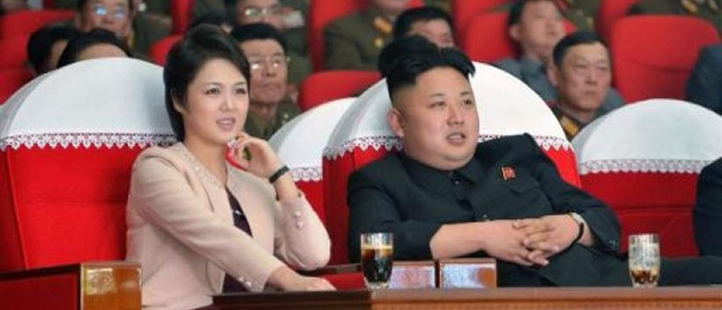 Σπάνια εμφάνιση της συζύγου του Κιμ Γιονγκ Ουν