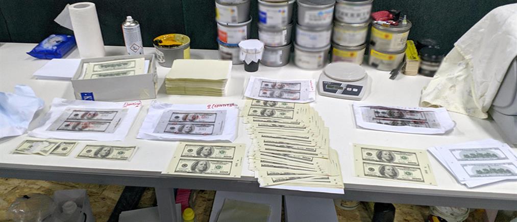"""Είχαν στήσει """"εργοστάσιο"""" παραχάραξης χρημάτων (εικόνες)"""