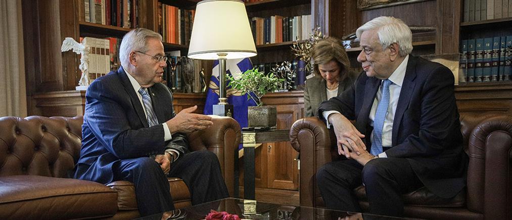 Συνάντηση Παυλόπουλου - Μενέντεζ με το... βλέμμα στην Άγκυρα