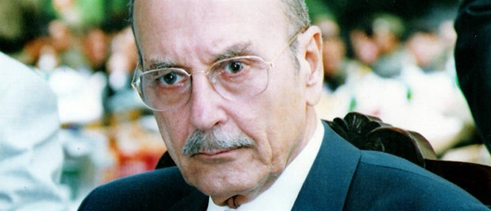 Σε σοβαρή κατάσταση στο νοσοκομείο ο Κωστής Στεφανόπουλος