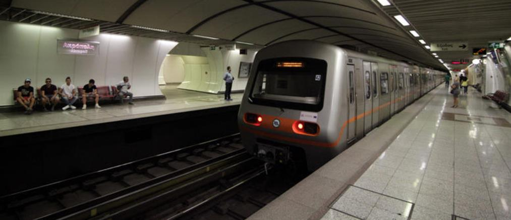 Εισβολή κουκουλοφόρων στο μετρό