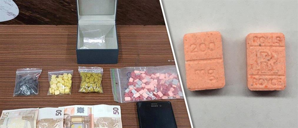 """Συνέλαβαν 26χρονο με εκατοντάδες χάπια """"ecstasy"""" στην Γλυφάδα"""