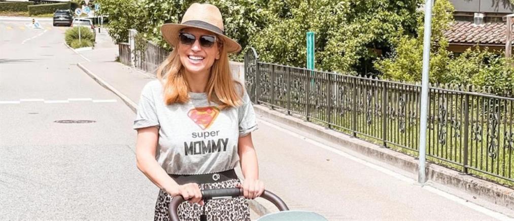 Μαρία Ηλιάκη: Βόλτα με τη δύο μηνών κόρη της