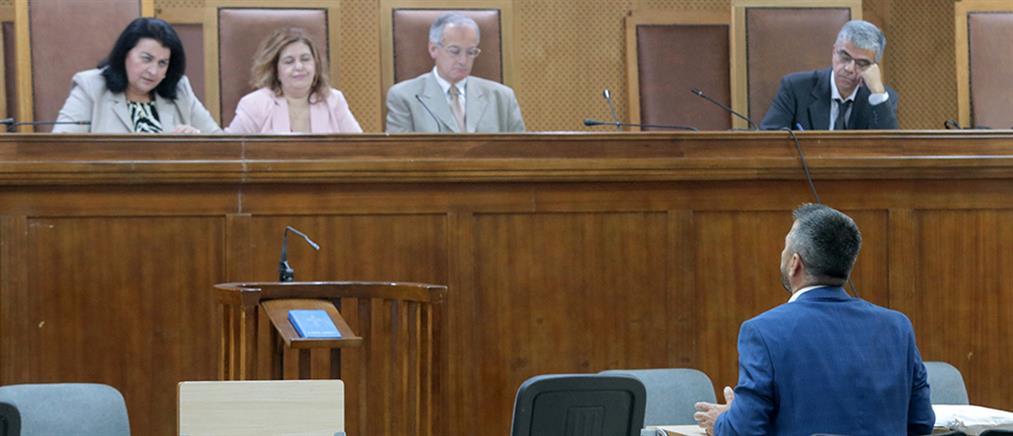 """Δίκη Χρυσής Αυγής: η απολογία Μπούκουρα, το """"Παπανδρεϊκό ΠΑΣΟΚ"""" και ο ναζιστικός χαιρετισμός"""