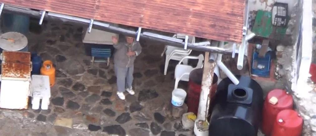 Βίντεο: Η στιγμή που οι διασώστες πλησιάζουν την Κίναρο και την κυρά Ρηνιώ