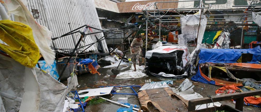 Δραματικές εικόνες στις Φιλιππίνες μετά το πέρασμα του υπερτυφώνα