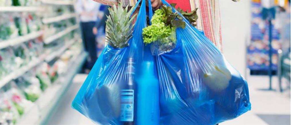 Έρχεται χαράτσι στις πλαστικές σακούλες