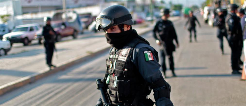 Φρίκη: Ημίγυμνα πτώματα κρεμασμένα σε γέφυρα στο Μεξικό (εικόνα)