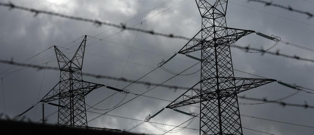 Φωτιά στο Κρυονέρι: κυλιόμενες διακοπές ρεύματος στην Αττική
