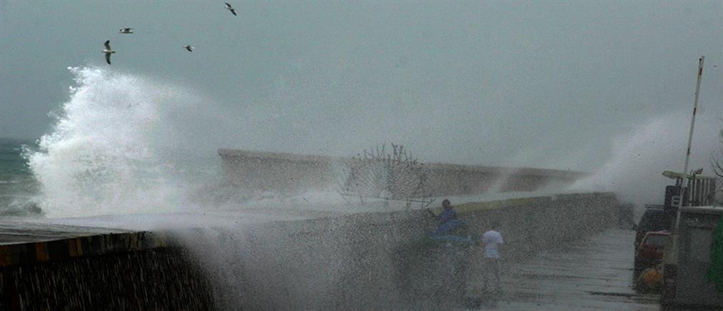 Έκτακτο δελτίο ΕΜΥ: Θυελλώδεις άνεμοι και καταιγίδες θα σαρώσουν τη χώρα