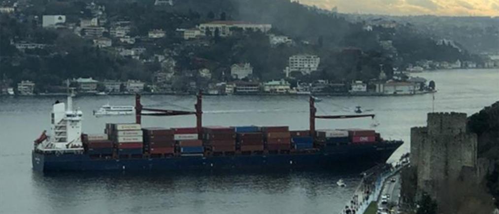 Πλοίο χτύπησε σε ακτή του Βοσπόρου (εικόνες)