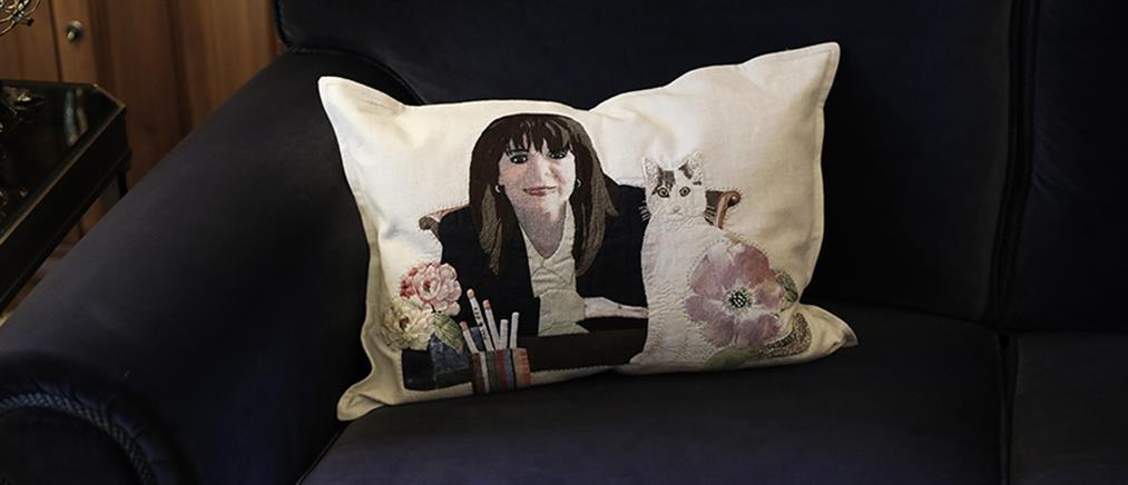 Η Σακελλαροπούλου σε μαξιλάρι με την γάτα της! (εικόνες)