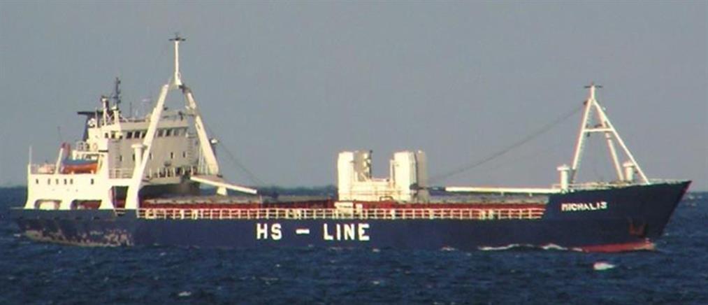Συναγερμός για ακυβέρνητο φορτηγό πλοίο νότια της Σύρου