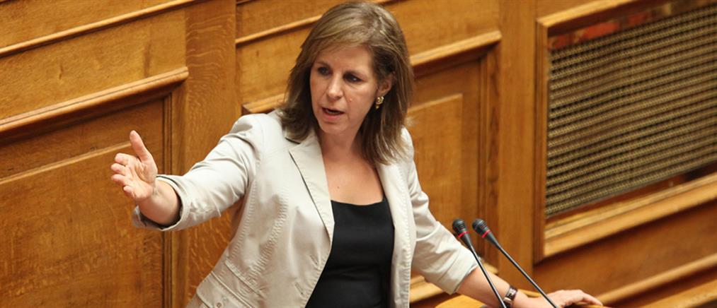 Έξαλλη η Χριστοφιλοπούλου για την απουσία υπουργών στη Βουλή (βίντεο)