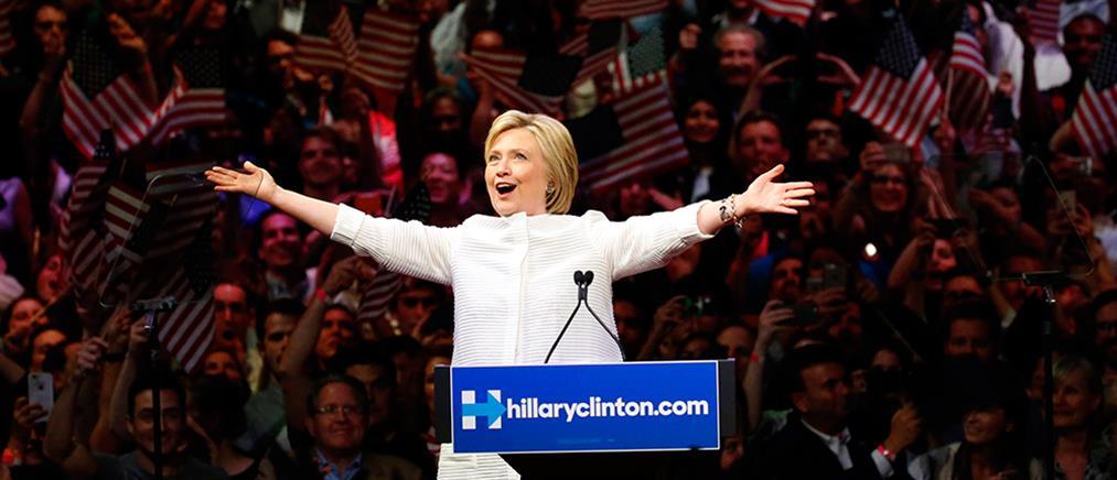 """Στο """"τσεπάκι"""" της Χίλαρι το χρίσμα των Δημοκρατικών"""