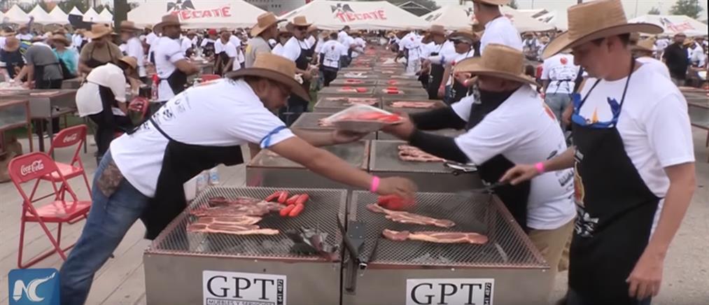 Δεκάδες χιλιάδες σεφ έκαναν ρεκόρ Γκίνες στο μπάρμπεκιου! (βίντεο)