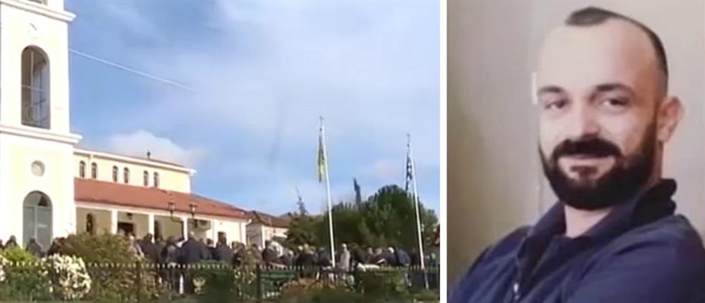 """Φθιώτιδα: """"Ράγισαν καρδιές"""" στην κηδεία του 37χρονου που σκοτώθηκε σε τροχαίο (βίντεο)"""