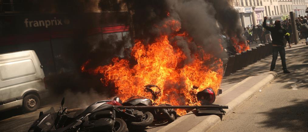 """""""Εκρηκτική"""" η διαδήλωση των """"κίτρινων γιλέκων"""" (βίντεο)"""