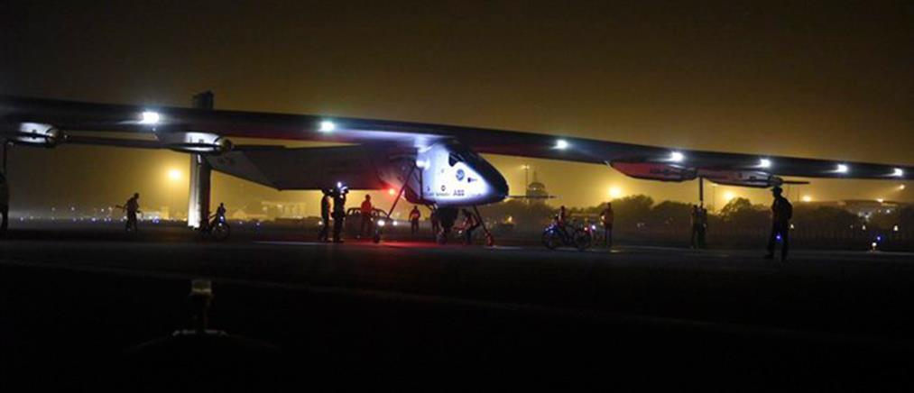 """Το """"Solar Impulse 2"""" απογειώθηκε με προορισμό το Αμπού Ντάμπι"""