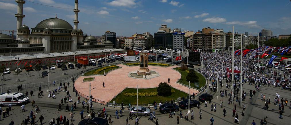 Κωνσταντινούπολη: Ο Ερντογάν εγκαινίασε το μεγαλοπρεπές τέμενος στην πλατεία Ταξίμ