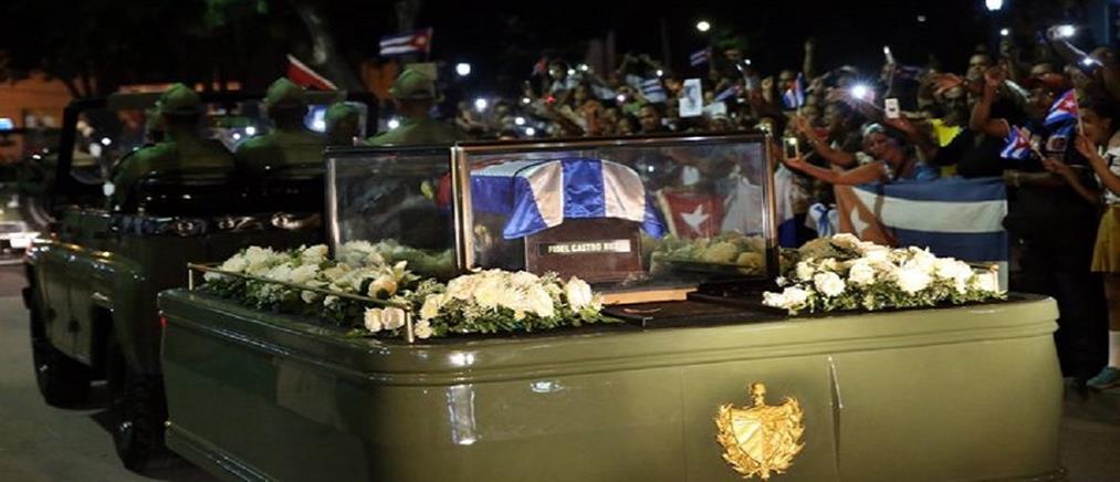 Στο Σαντιάγο ντε Κούβα η τέφρα του Φιντέλ Κάστρο για τον τελευταίο αποχαιρετισμό (φωτο)