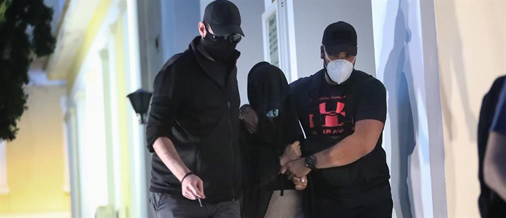 """Επίθεση με βιτριόλι: """"Διαξιφισμοί"""" των δικηγόρων στον ΑΝΤ1 για την κατηγορούμενη (βίντεο)"""