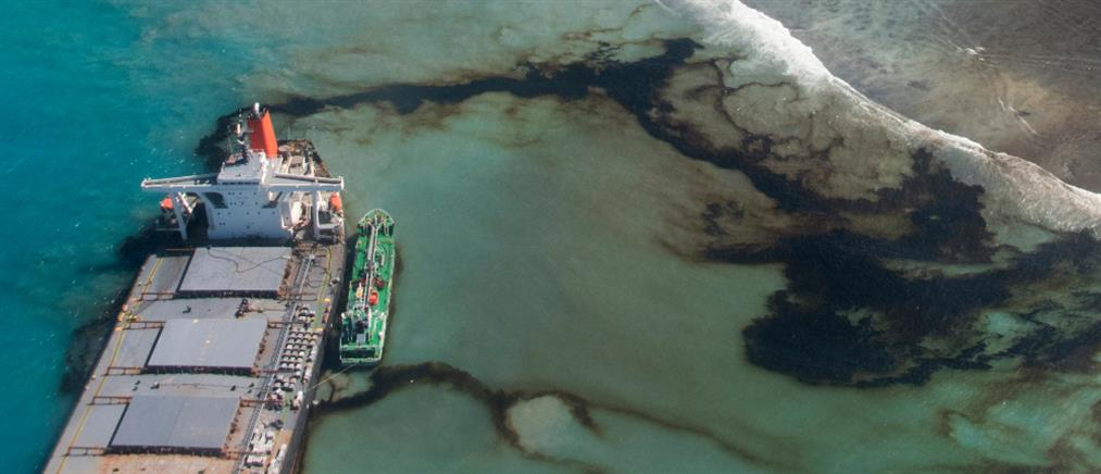 Μαυρίκιος: Κόπηκε στα δύο το πλοίο που προκάλεσε την καταστροφή
