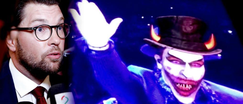 """Ως """"σατανικός κλόουν"""" ο Μπόνο κοροϊδεύει τον ηγέτη της ακροδεξιάς στη Σουηδία (βίντεο)"""