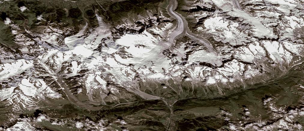"""""""Συναγερμός"""" στις Άλπεις για την αποκόλληση τεράστιου παγετώνα  (βίντεο)"""
