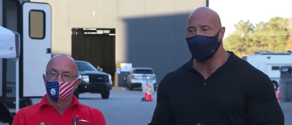 Ο Dwayne Johnson και το δώρο στον άνθρωπο που τον στήριξε όταν ήταν άστεγος (βίντεο)
