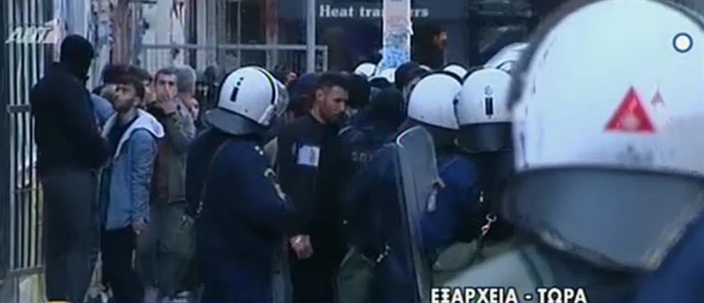 Έφοδος αστυνομικών σε υπό κατάληψη κτήρια στα Εξάρχεια (βίντεο)